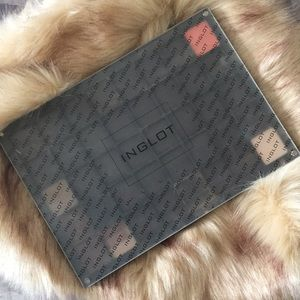 Inglot 40 shadow magnetic holder with 7 shadows.